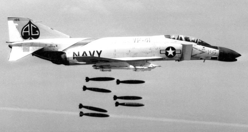 F-4B Phantom II (VF-41) dropping Mk.82 bombs - 1962